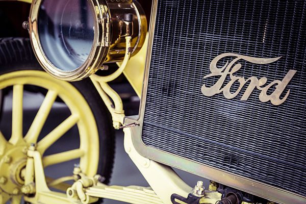 Amerikanisches Ford-Automobil im Oldtimer Museum Rügen in Prora